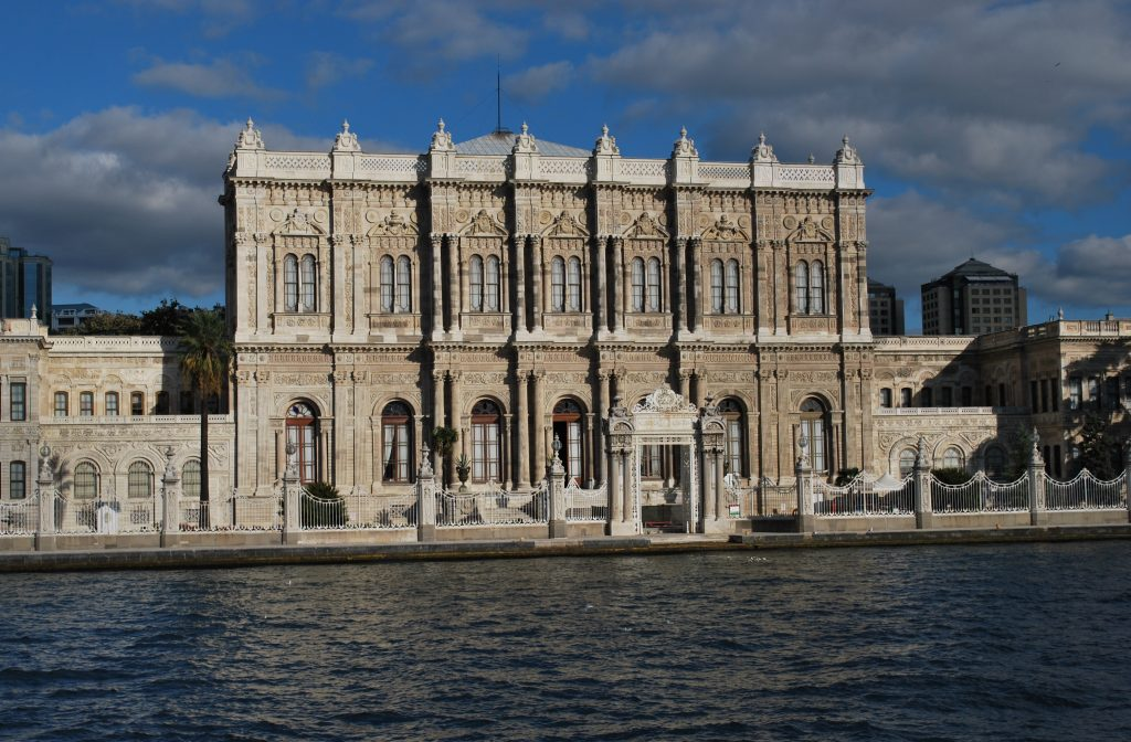 Dolmabahçe_Palace_from_the_sea